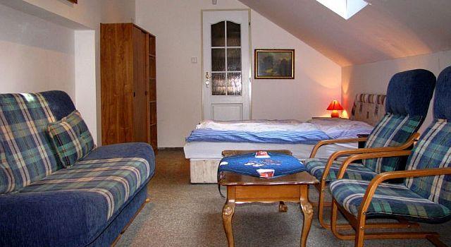 Chata disponuje šesti pokoji. Každý se svým sociálním zařízením a sprchovým koutem…